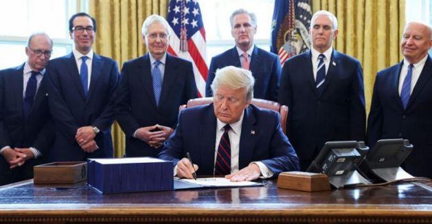 特朗普总统签署了价值2.2万亿美元的冠状病毒援助计划。